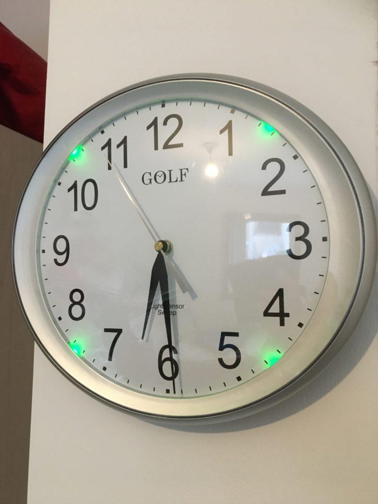 WS663 שעון קיר עם סנסור זוהר בחושך
