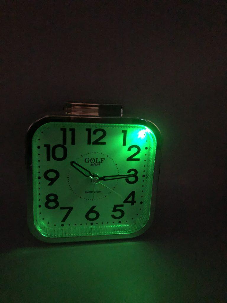 שעון מעורר עם סנסור זוהר בלילה GOLF9802SENS
