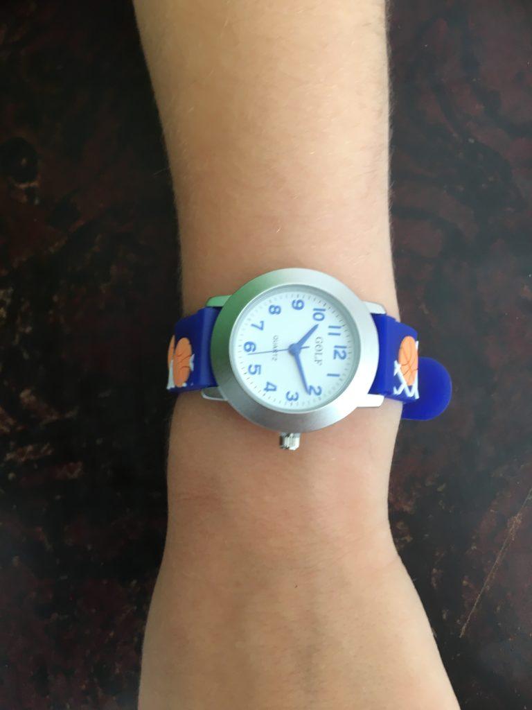 שעון יד כדורסל כחול לבנים