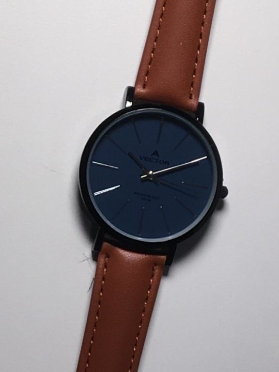 שעון יד גברי קלאסי-מודרני רצעות עור חומות ורקע שעון כחול מקולקציית וקטור 2021 דגם V8-133553BLUE