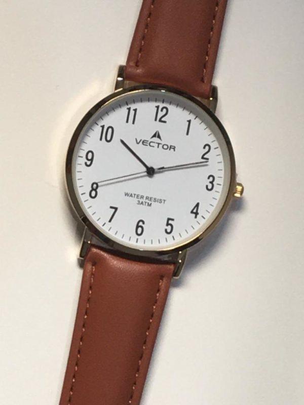 שעון יד קלאסי קלאסי רצועות עור חומות ורקע לבן ומספרים ברורים ביותר מקולקציית 2021 דגם V8-132591WHITE