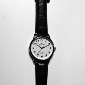 שעון רצועות עור ורקע לבן מבית וקטור קולקציית 2021 V8-134591