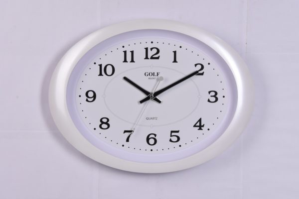 שעון קיר אליפסי מבית שעוני הקיר GOLF | דגם PW032-2 לבן ושקט